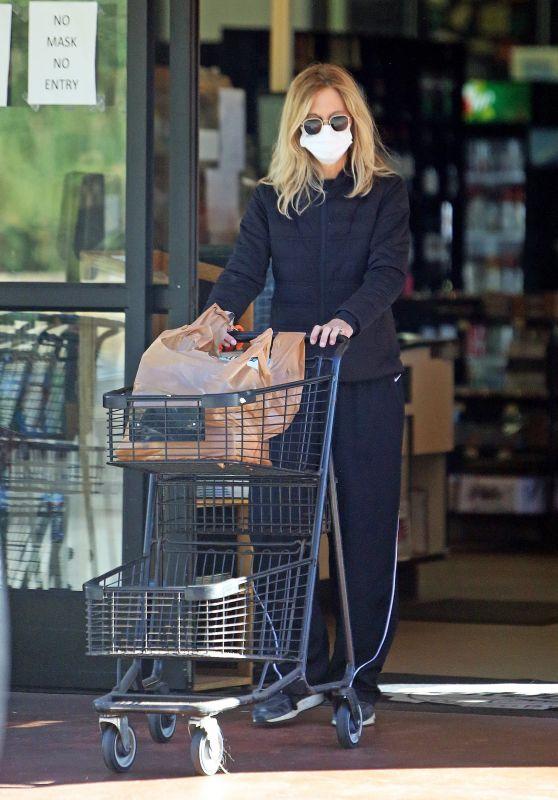 Meg Ryan - Shopping in Santa Monica 11/24/2020