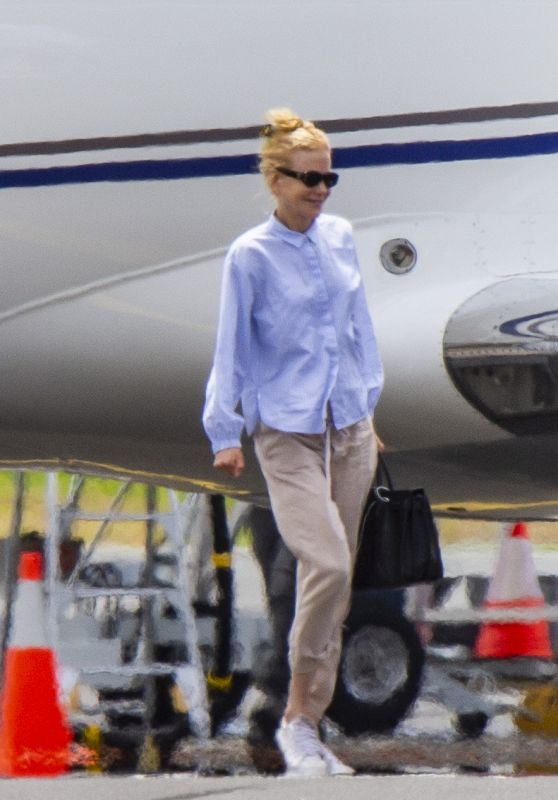 Nicole Kidman - Flying to Byron Bay 11/10/2020