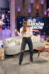 Olivia Munn - The Kelly Clarkson Show 11/11/2020