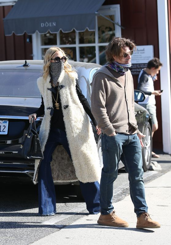 Rachel Zoe With Her Husband Rodger Berman at the Brentwood Country Mart 11/15/2020
