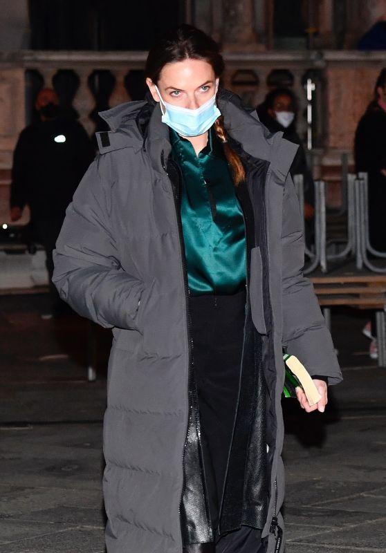 "Rebecca Ferguson - Filming ""Mission Impossible 7"" in Piazza San Marco in Venice 11/05/2020"