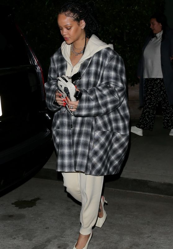 Rihanna Make Up Free - Santa Monica 11/12/2020