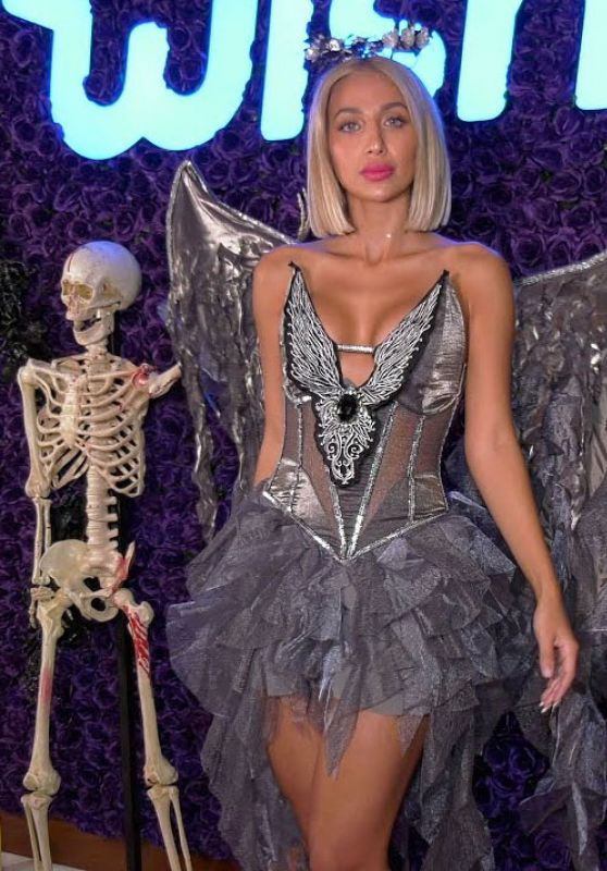 Roz – Wish Halloween Celebration Red Carpet 2020