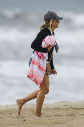 Sarah Michelle Gellar - Beach in Malibu 11/06/2020
