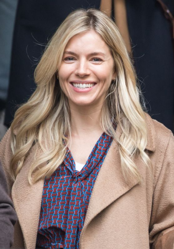 "Sienna Miller - ""Anatomy of a Scandal Set in London 11/08/2020"