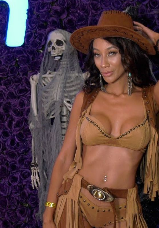 Toi Hardy – Wish Halloween Celebration Red Carpet 2020