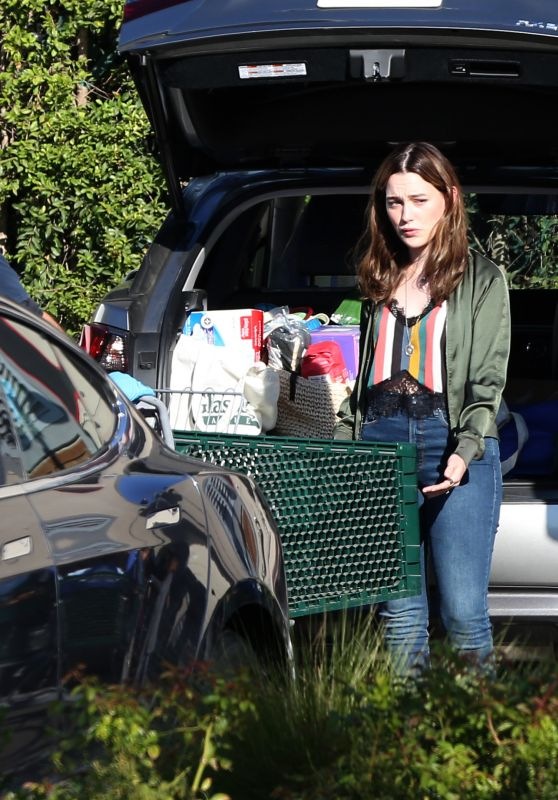 "Victoria Pedretti - ""You"" Set in Los Angeles 11/11/2020"