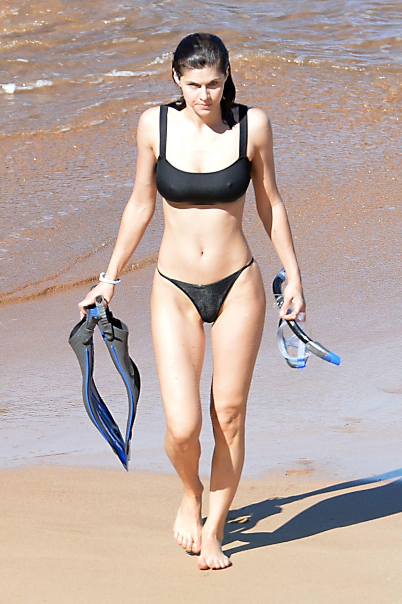 Alexandra Daddario in a Black Bikini 12/01/2020 • CelebMafia