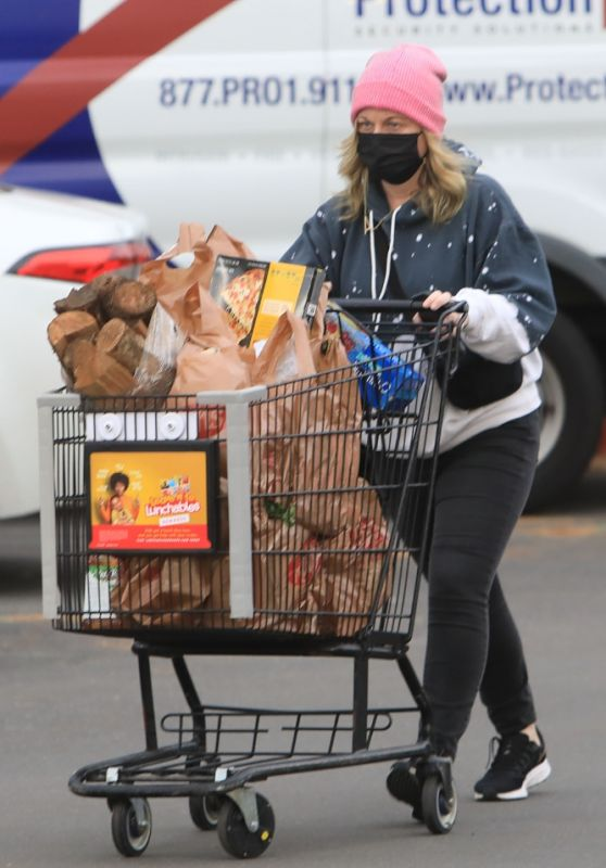 Amy Poehler - Grocery Shopping at Ralphs in Beverly Hills 12/30/2020