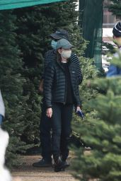 Calista Flockhart - Shops for a Christmas Tree in Santa Monica 12/12/2020