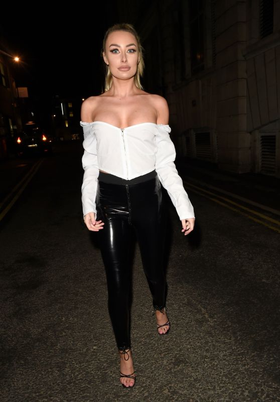 Chloe Crowhurst - Out in Leeds 12/17/2020