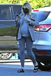 Emma Roberts Outfit 12/01/2020