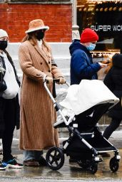 Gigi Hadid - Walk With Her Baby Daughter in NY 12/19/2020