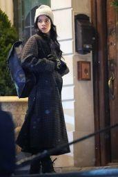 """Hailee Steinfeld - Shooting a Night Scene """"Hawkeye"""" in NY 12/06/2020"""