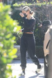 Hailey Rhode Bieber - Arrives at a Pilates Class in dLA 12/18/2020