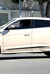 Hailey Rhode Bieber - Heading Into Her Yoga Class in LA 12/19/2020
