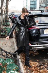 Hailey Rhode Bieber Street Style - Leaving Her Apartment in NYC 12/01/2020