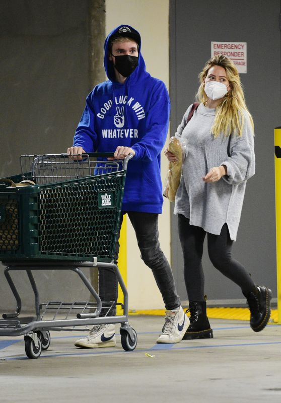 Hilary Duff - Shopping at Whole Foods in LA 12/28/2020