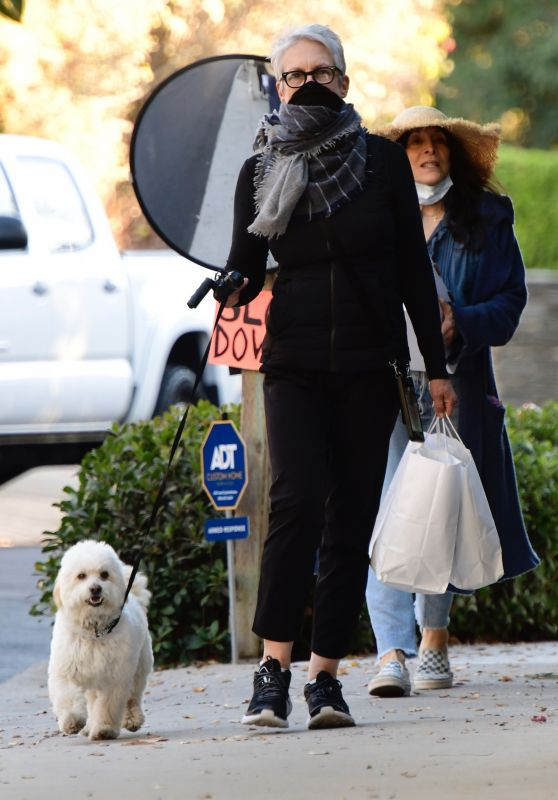 Jamie Lee Curtis - Holiday Shopping in Brentwood 12/20/2020