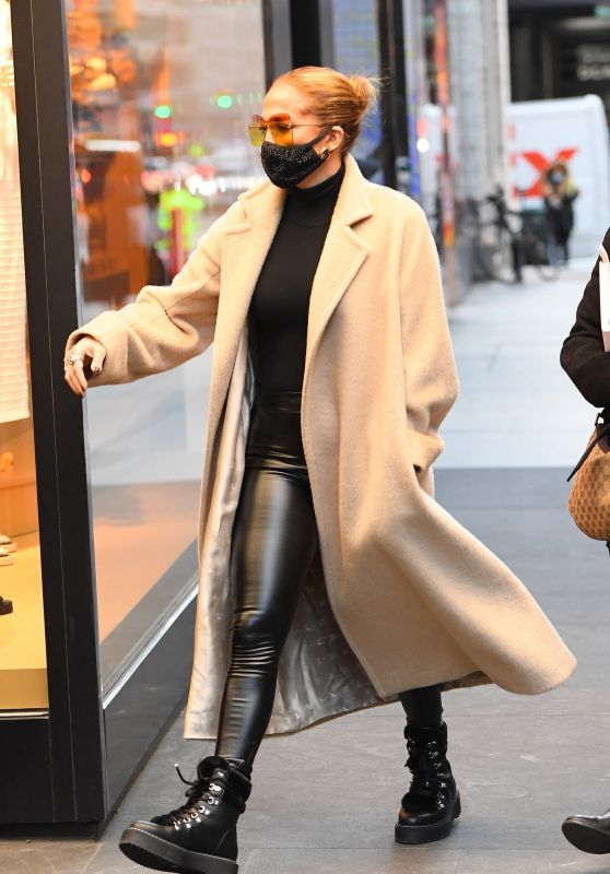 Jennifer Lopez - Shopping at the Dior Boutique in NY 12/08/2020