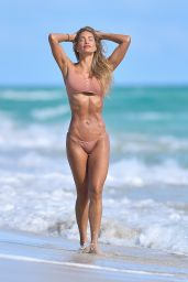 Jennifer Nicole Lee - Photoshoot in Miami Beach 12/22/2020