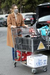Jessica Alba at Bristol Farms in Beverly Hills 12/24/2020