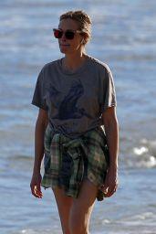 Julia Roberts - Beach Walk in Hawaii 12/01/2020