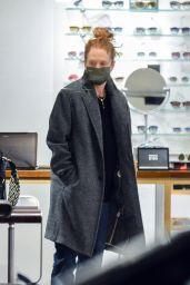Julianne Moore - Shopping for Glasses in NY 12/03/2020