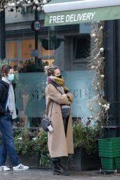 Kara Tointon - Picks up her Christmas Turkey in London 12/23/2020