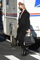 Karlie Kloss - Out in SoHo, New York 12/10/2020