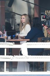 Kate Hudson and Octavia Spencer - Filming at a Local Eatery in Marina Del Rey 12/02/2020