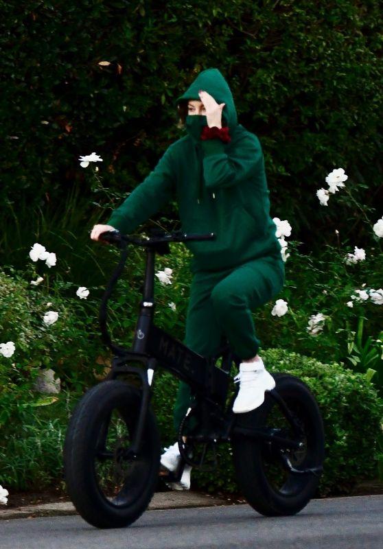 Kate Hudson - Bike Ride in Brentwood 12/20/2020
