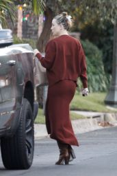 Kate Hudson - Visit to Mother Goldie Hawns House on Christmas Day in Pacific Palisades 12/25/2020
