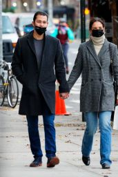 Katie Holmes - Heads to a Museum in NY 12/01/2020