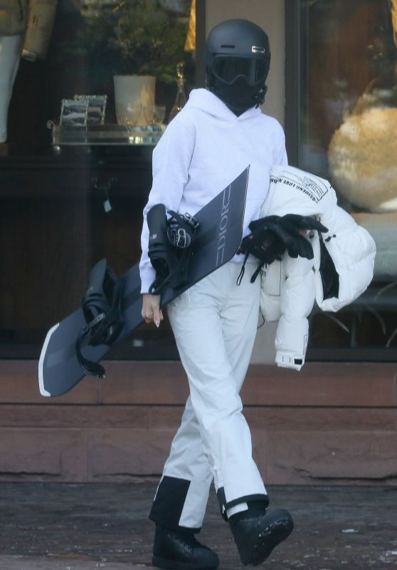 Kendall Jenner - Out in Aspen 12/31/2020