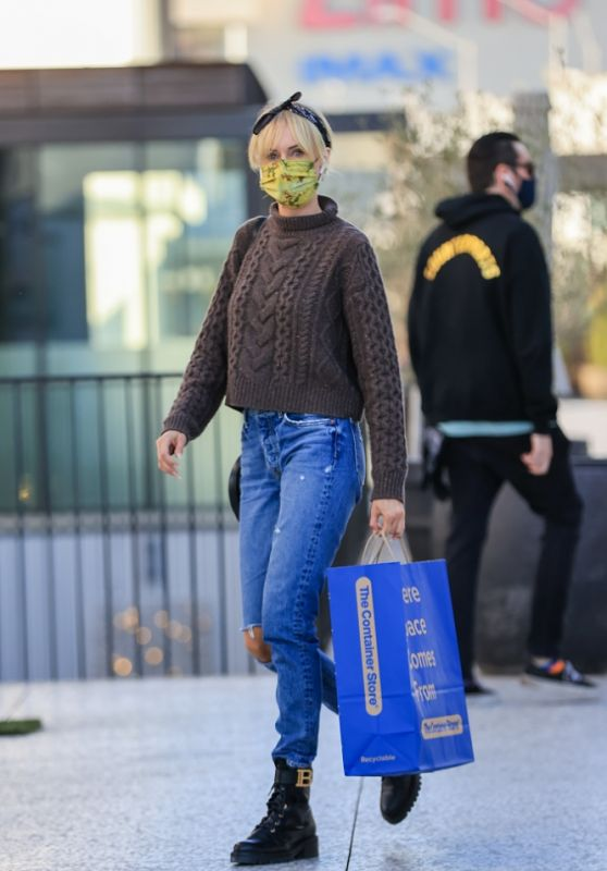 Kimberly Stewart - Shopping at the Container Store in LA 12/01/2020