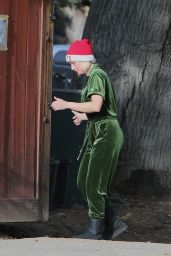 Kristen Bell Dressed for the Holidays - Los Angeles 12/06/2020