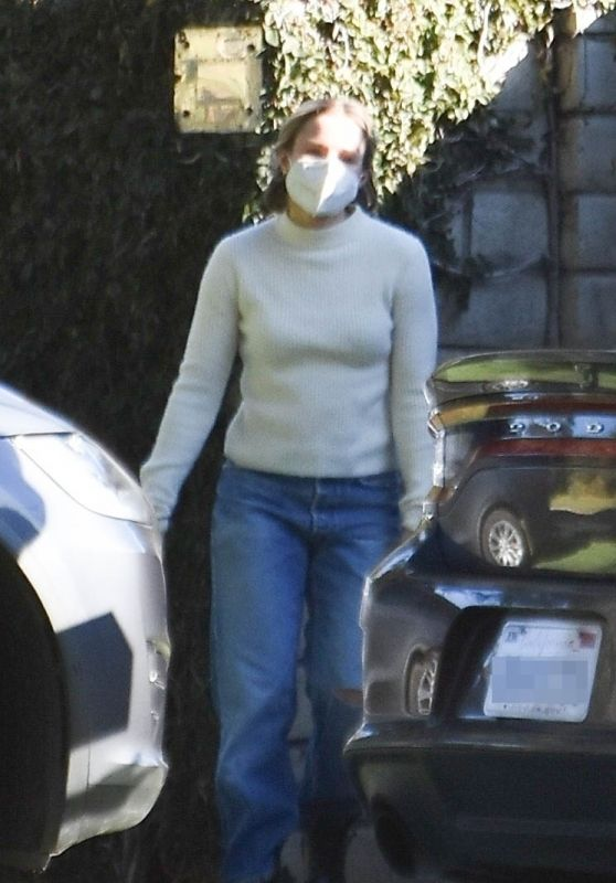 Kristen Bell - Outside Her Home in Los Feliz 12/19/2020