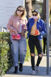 Kristen Stewart - Shopping in Malibu 12/18/2020
