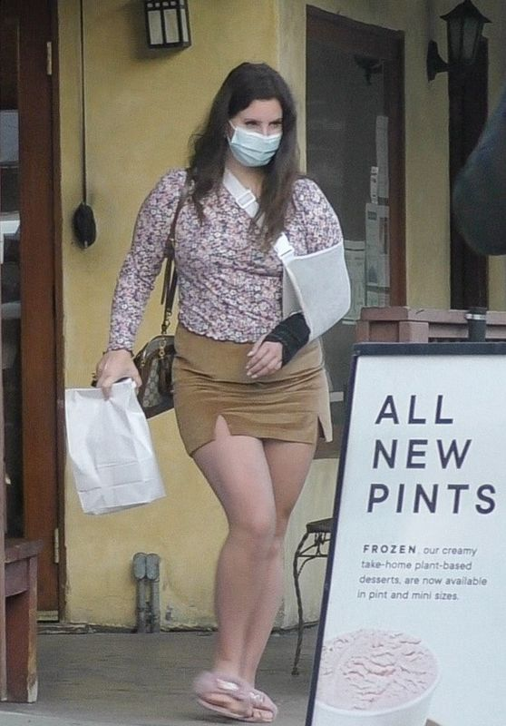 Lana Del Rey - Out Picking Up Food From Il Tramezzino in Studio City 12/27/2020