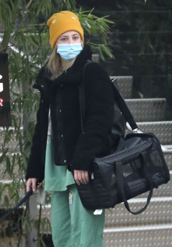 Lili Reinhart in a Matching Green Sweatsuit and a Pair of Black Fleece-Lined Snow Boots - Vancouver 12/09/2020