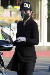 Lisa Rinna - Shopping at the Glen Market in LA 12/11/2020