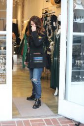 Lisa Vanderpump - Holiday Shopping in Beverly Hills 12/09/2020