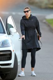 Maria Sharapova - Out in Manhattan Beach 12/18/2020