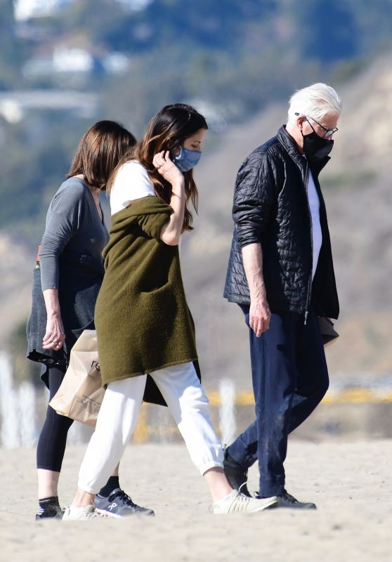 Mary Steenburgen and Kate Danson at the Beach in Los Angeles 12/20/2020