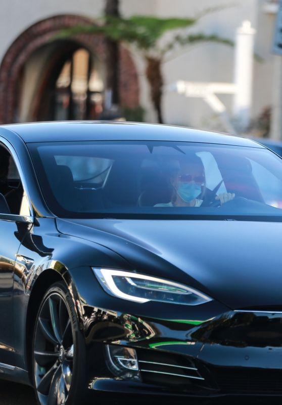 Michelle Pfeiffer - Driving Her Tesla 11/30/2020