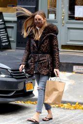 Olivia Palermo Street Style - Manhattan 12/01/2020