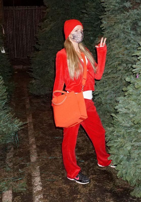 Paris Hilton - Christmas Tree Shopping at Tina