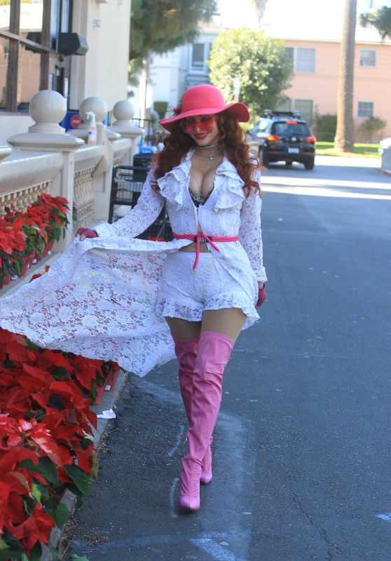 Phoebe Price - Holiday Shopping in Hollywood 12/15/2020