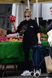 Sarah Michelle Gellar - Farmers Market in Los Angeles 12/27/2020